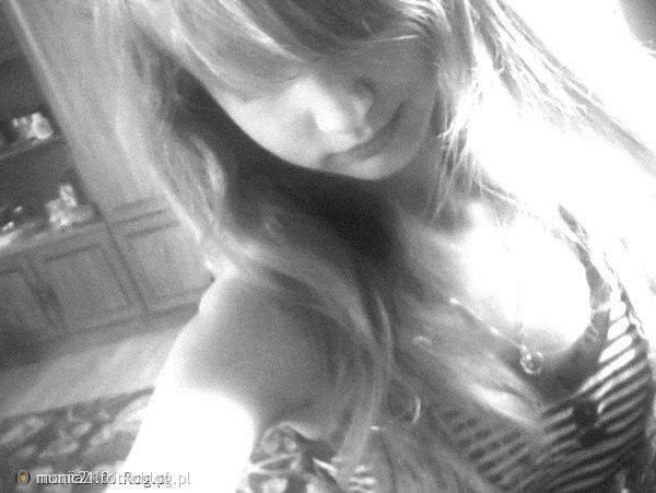 Jestem zwariowana i przeżywam swoje życie tak, jak mi się podoba, a nie jak się podoba innym.