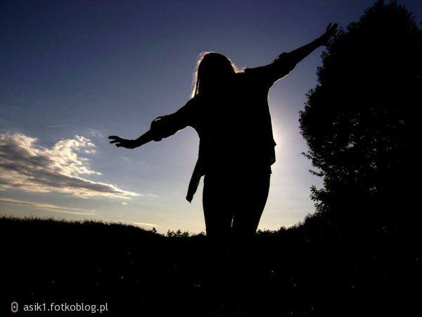 Najkrótsza droga do obłędu wiedzie przez samotność.