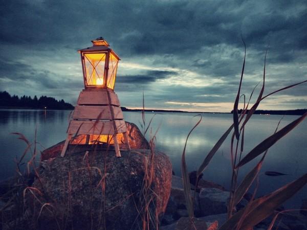 W każdym  ciemnym dniu, jest choć jedno jasne i ciepłe światełko.  ..