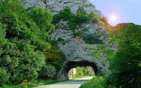 Każdy ciemny tunel na swoim końcu ma choć niewielkie światełko nadziei.  ...