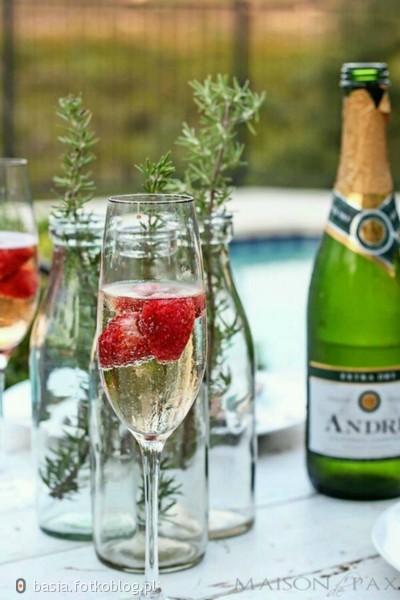 szampan..truskawki..