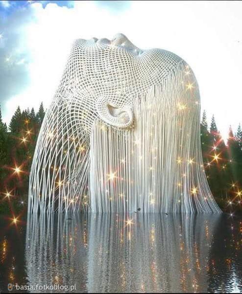 Człowiek jest wielki, nie przez to,co ma, lecz przez to kim jest, nie przez to co posiada, lecz przez to czym dzieli się z innymi!